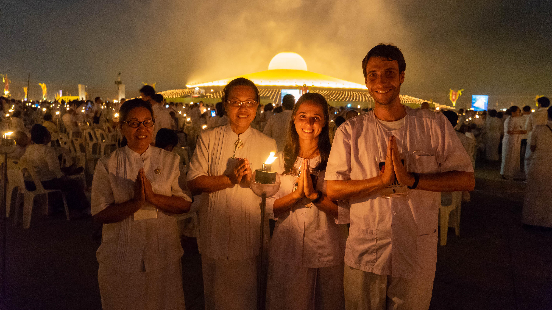 Bangkok ∙ Magha Puja ∙ Massenmeditation im weltweit größten Tempel ∙ Thailand